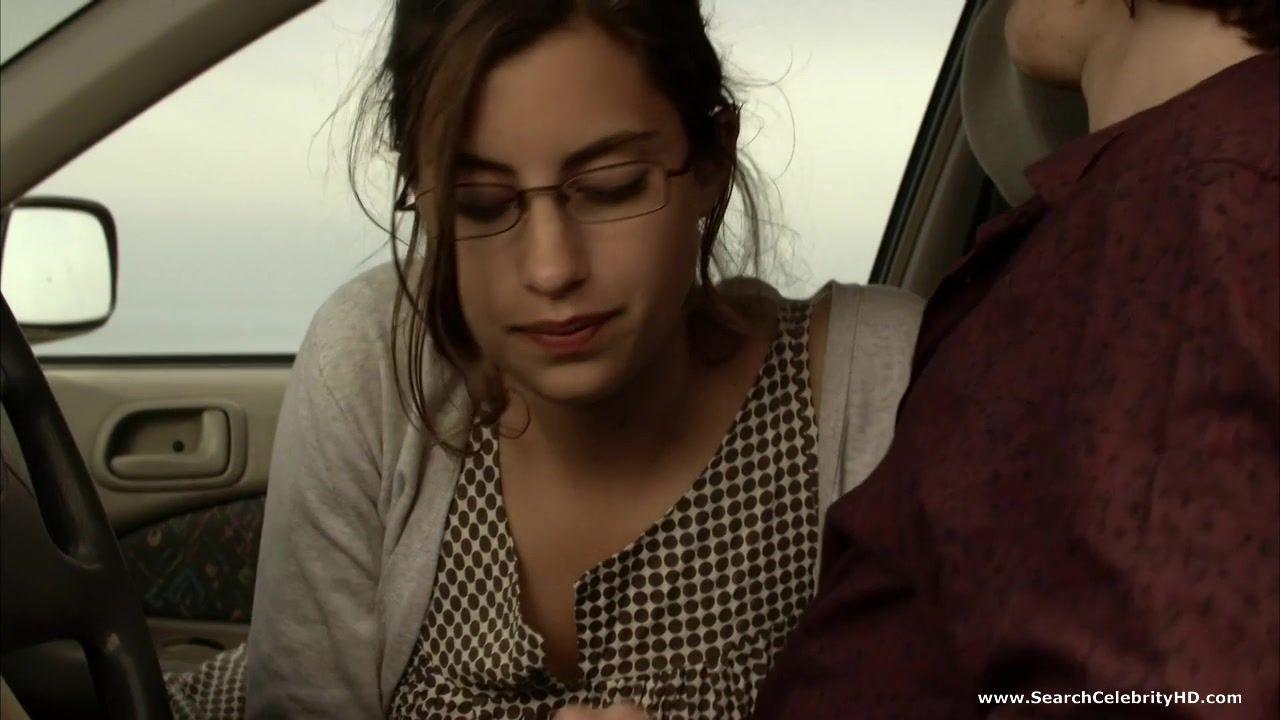 Французская актрисса Хелен Зиммер сосет член в машине