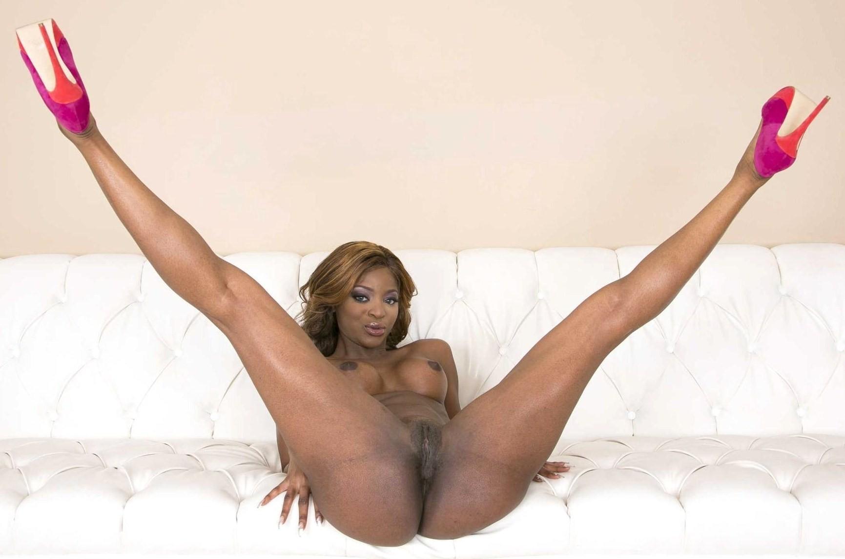 Голые негритянки раздвигают ножки - компиляция 12