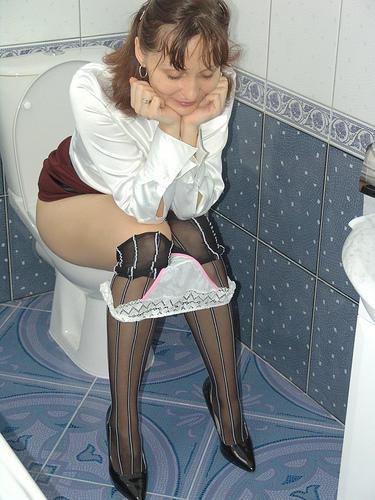Женщины в туалете - компиляция 13