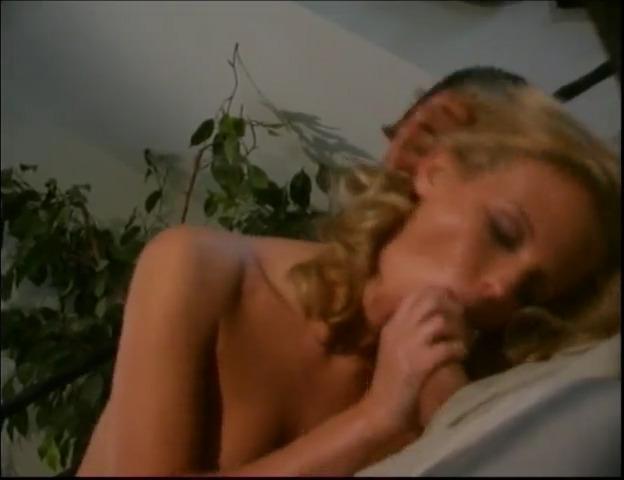 Таня Хансен в фильме Голубой Лед / Blue Ice (2001)