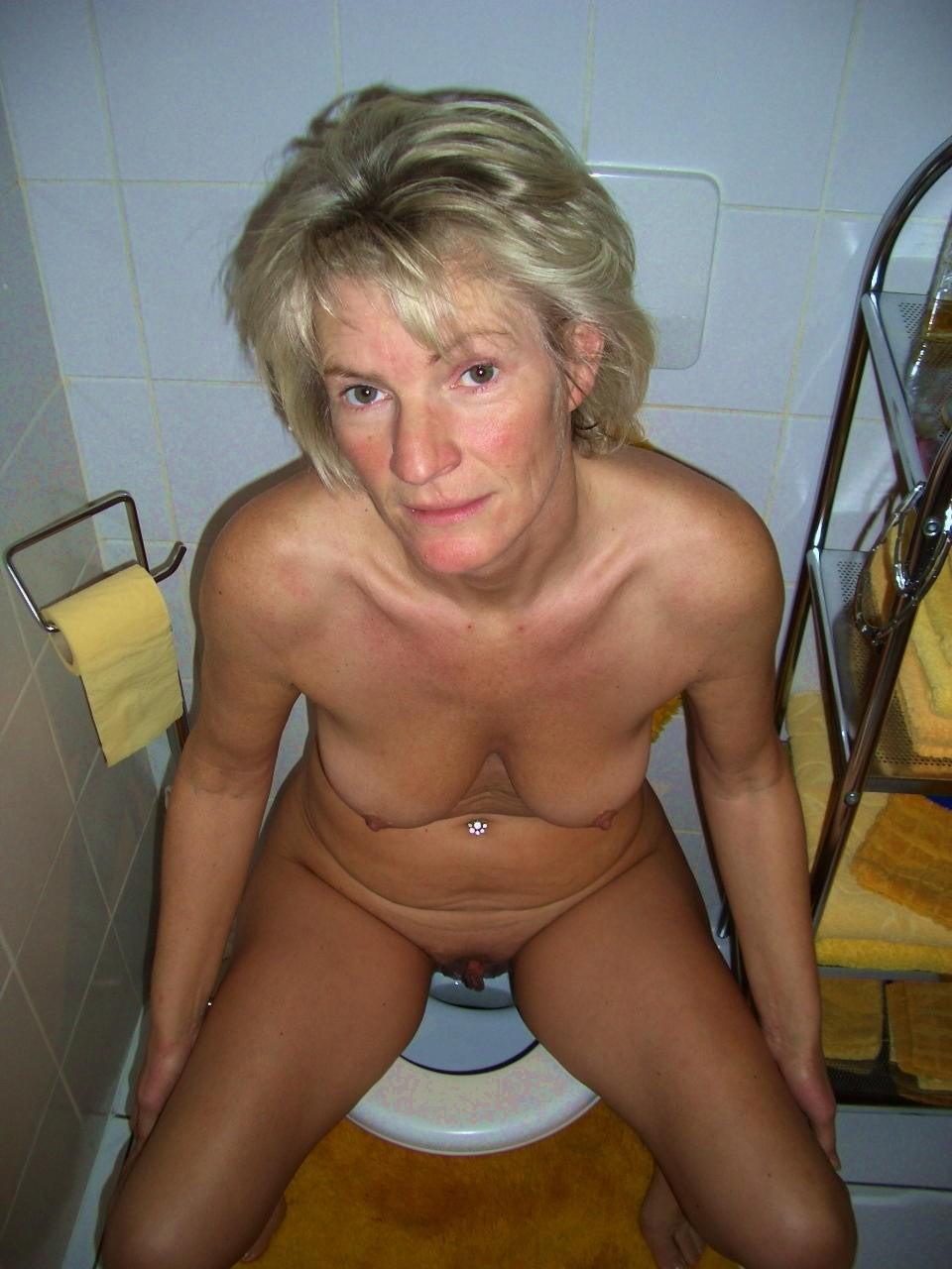 Женщины в туалете - компиляция 14
