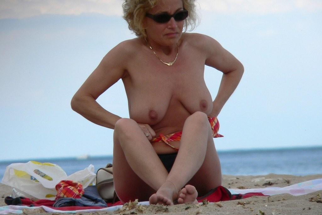 Нудизм на пляже - фото сет 8
