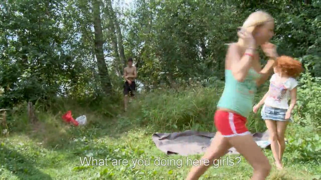 Круто трахнул двух русских лесбиянок в лесу
