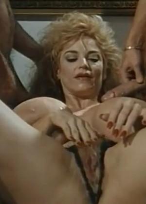 porno-film-onlayn-eroticheskie-priklyucheniya-krasnoy-shapochki-s-russkim-perevodom-zarosli-starushek-porno