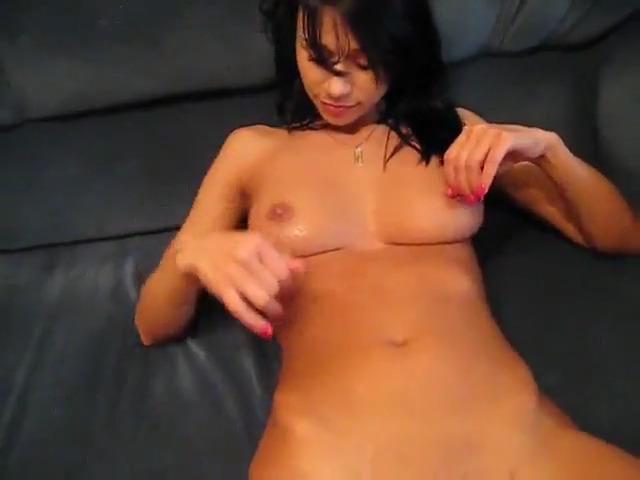 Домашний секс с симпатичной брюнеткой