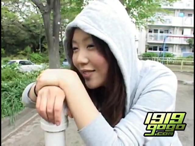 Молодые японки ссут прямо в трусики
